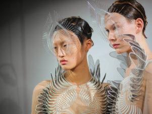 Alchemiczny Haute couture w Starym Browarze – wystawa Iris van Herpen