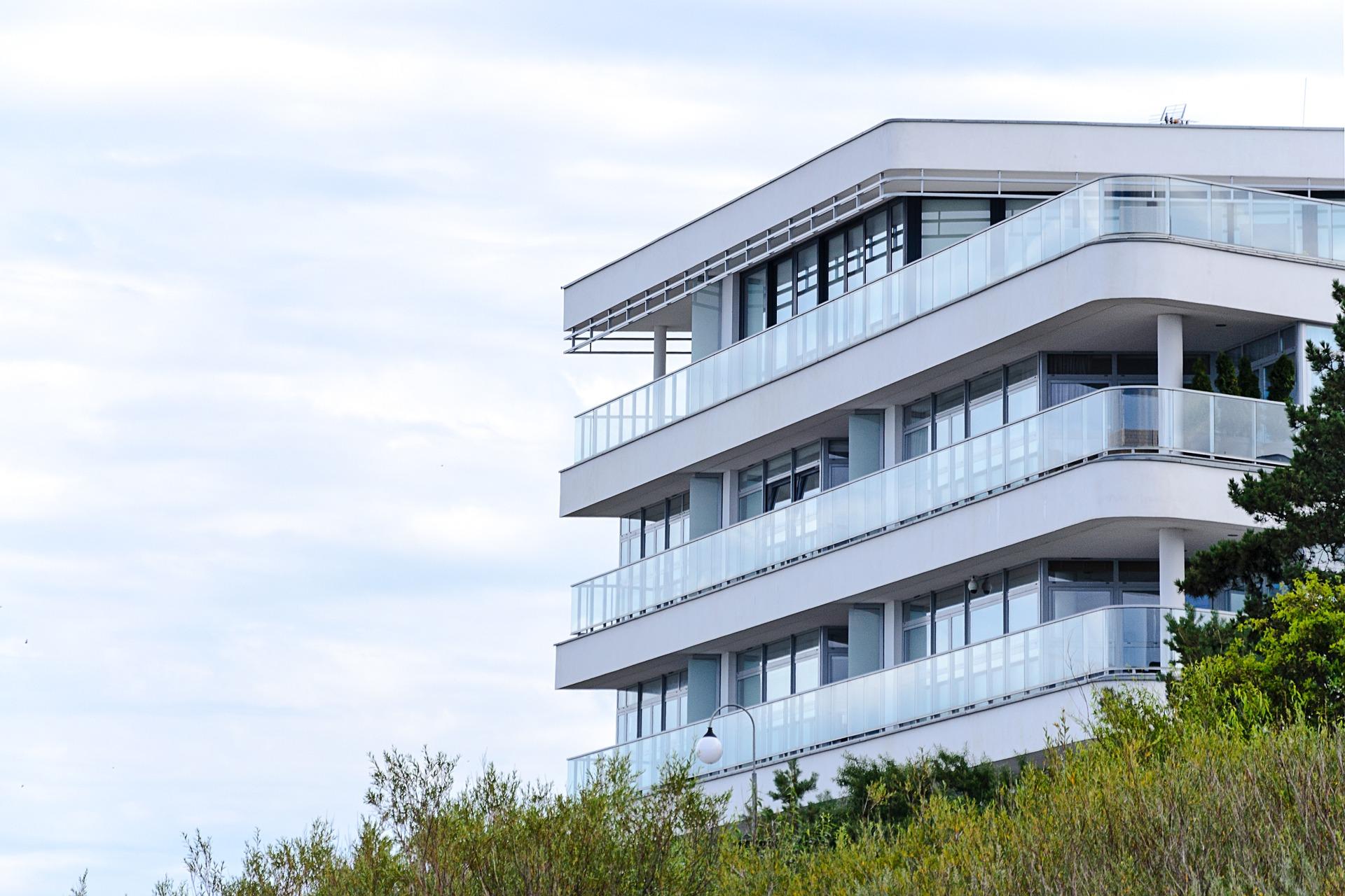 Poznaniacy coraz częściej stawiają na mieszkania z balkonami lub tarasami
